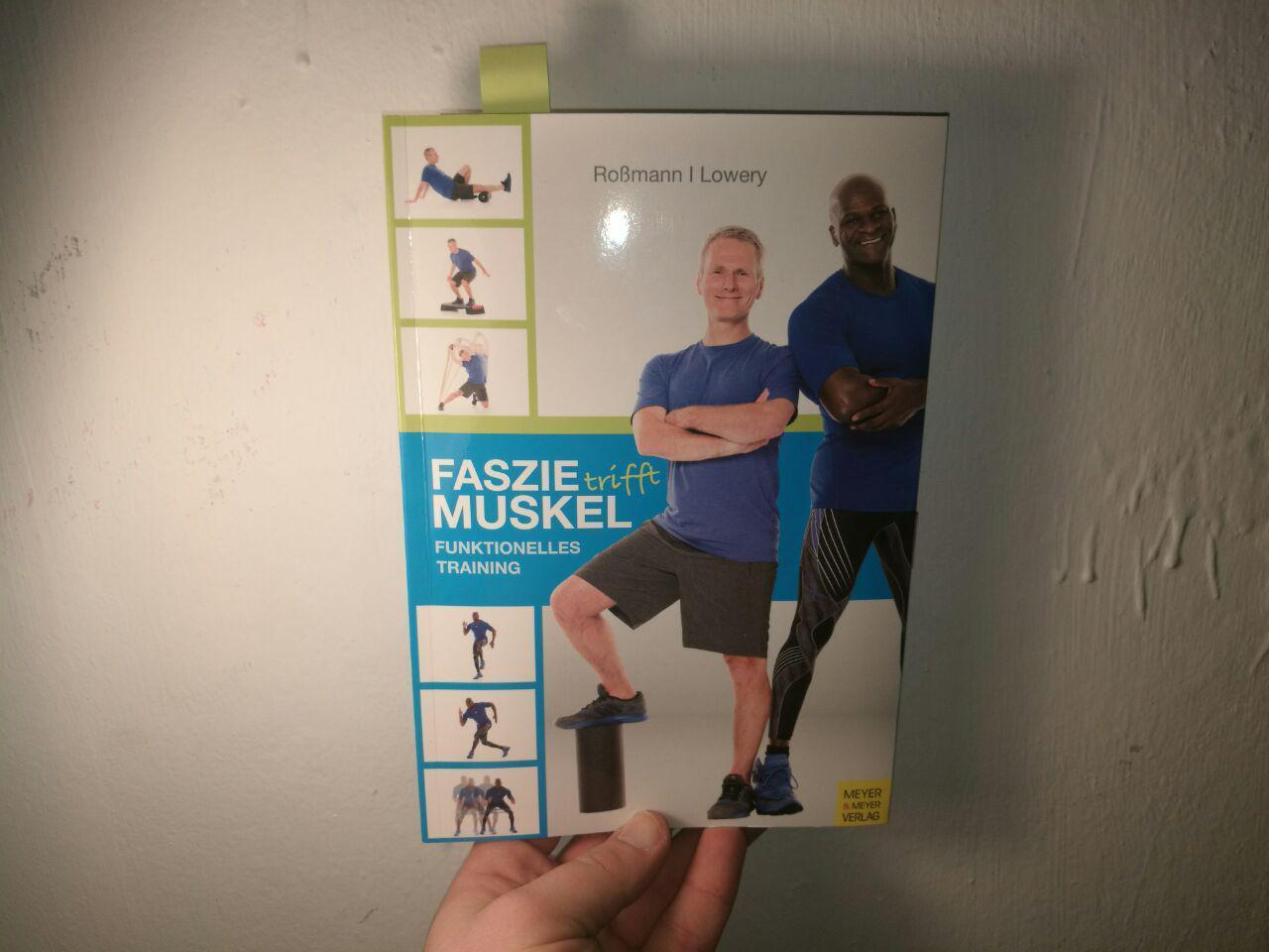 Buch Rezension: Faszie trifft Muskel von Roßmann und Lowery