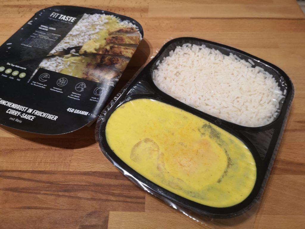 Hähnchenbrust in fruchtiger Curry-Sauce mit Reis