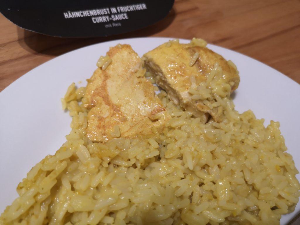 Hähnchenbrust in fruchtiger Curry-Sauce mit Reis von FITTASTE