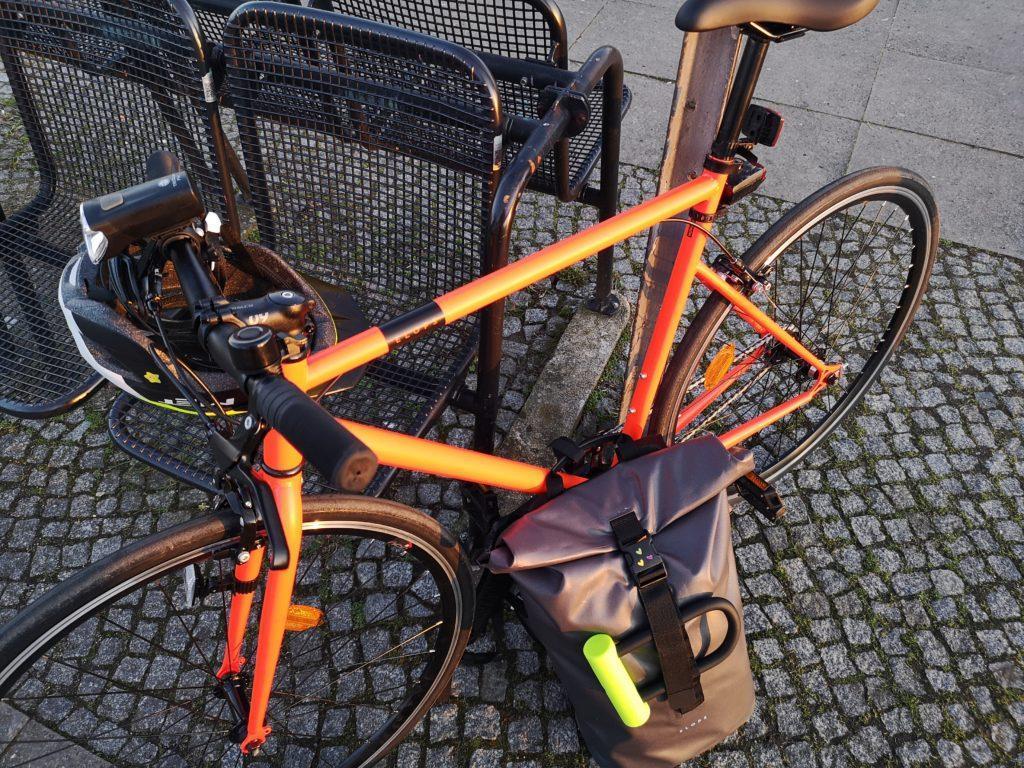 Mein ELOPS 500 am S-Bahnhof mit Rucksack